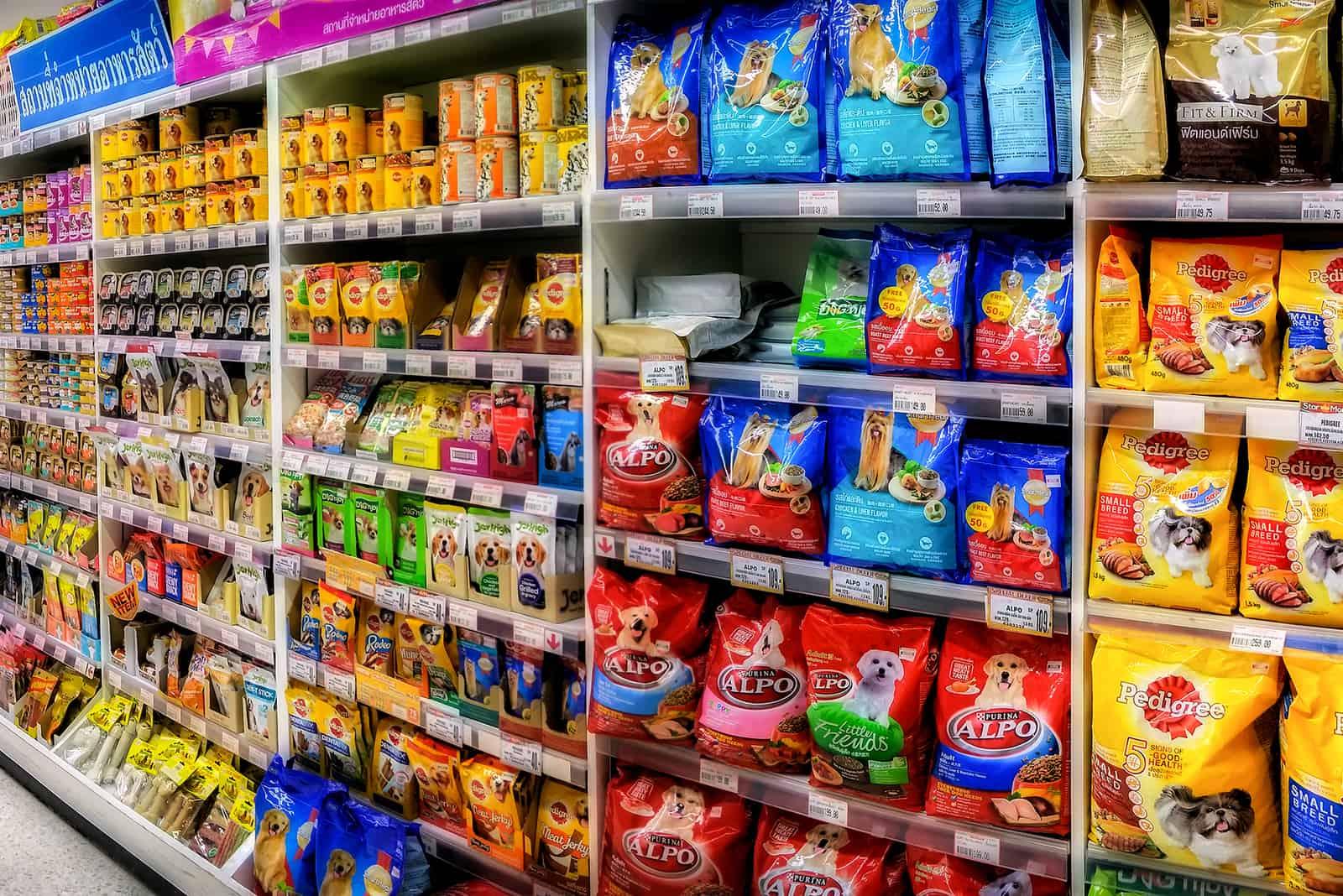 Tiernahrung im Laden