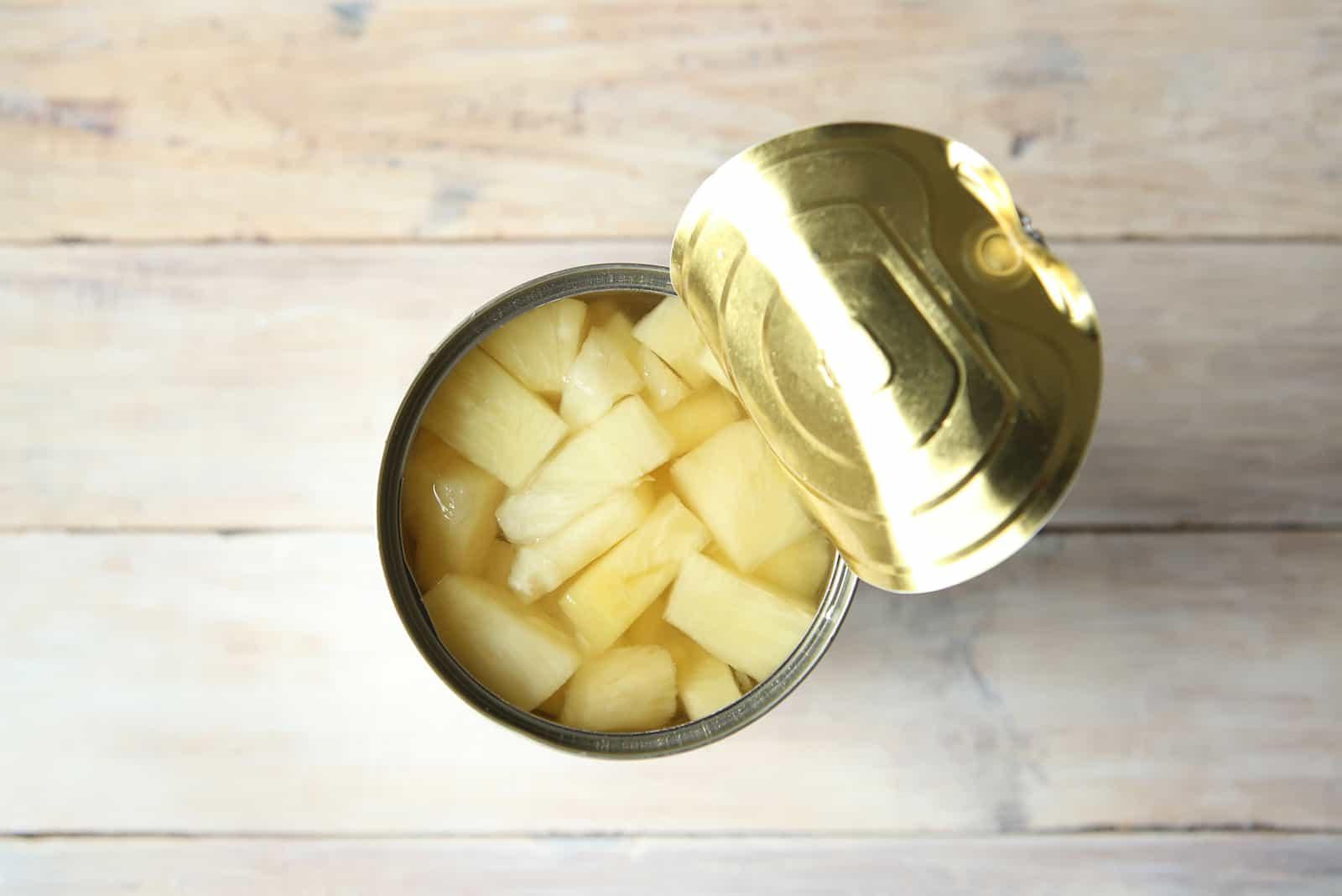 Ananasstücke aus der Dose