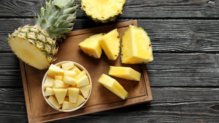 Dürfen Hunde Ananas essen? Das gibt es zu beachten